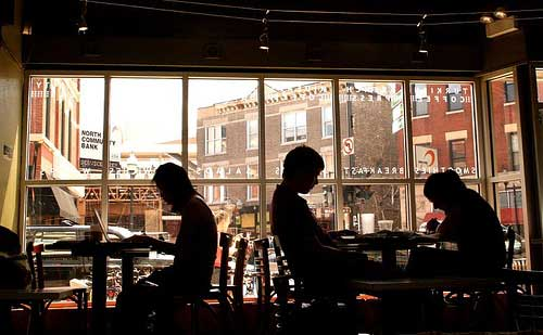 Les ordis dans les cafés: plaie ou opportunité ?